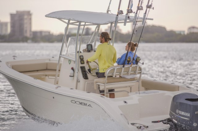 Cobia 220, Offshore Center Console Fishing Boat