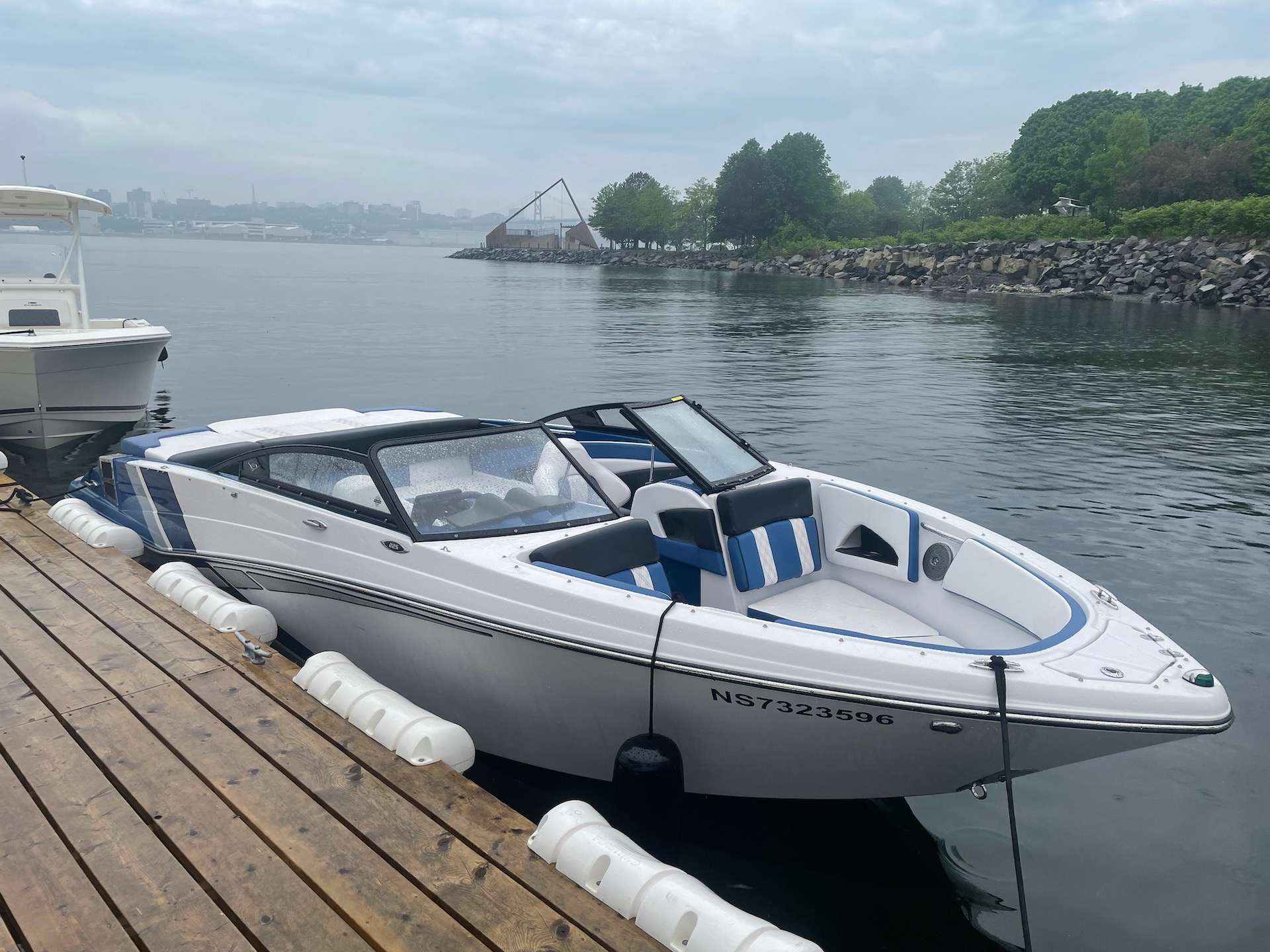 Queen of the Wharf/Glastron GTS 225 Bowrider