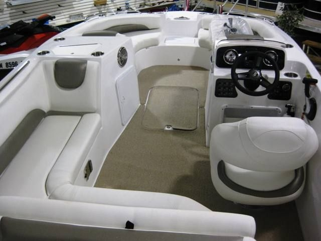 19' Hurricane Deck Boats